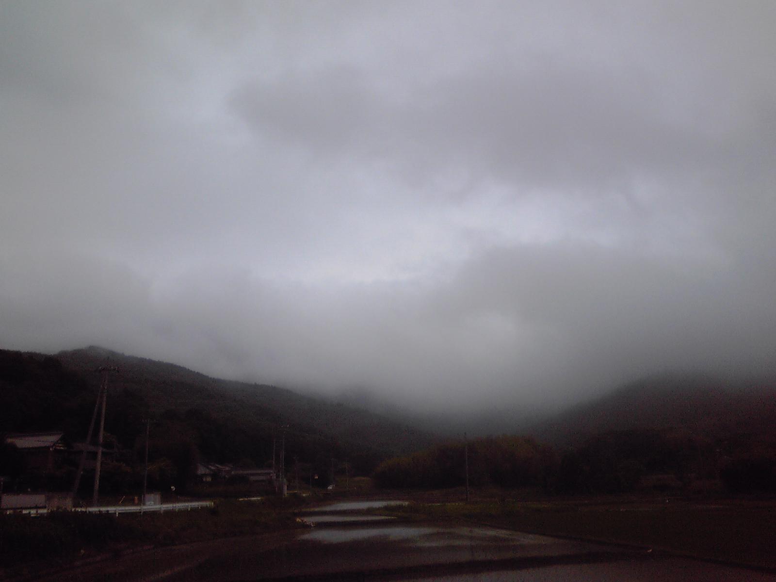 頂上は雲の中、不動3本